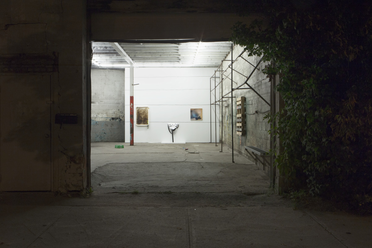 1_installation-view_outside-a