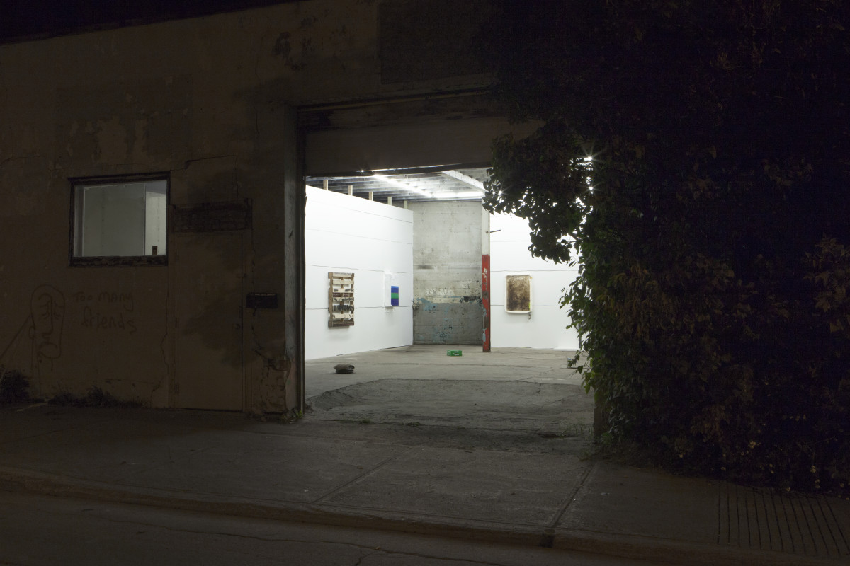 25_installation-view_-outside-b