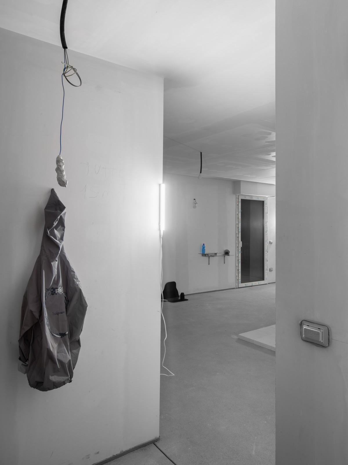 downgradevampire_flat1room1_001